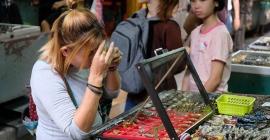 Ghé thăm Chợ bùa Tha Prachan ở Bangkok, Thái Lan...