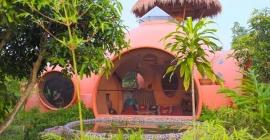 Ghé thăm ngôi nhà mái vòm như cổ tích ở...