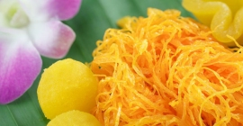 Foi Thong - món topping mang gam màu vàng bắt...